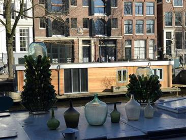 Kamer in Amsterdam, Brouwersgracht op Kamernet.nl: Onlangs gerenoveerde woonboot in het hart van Amsterdam