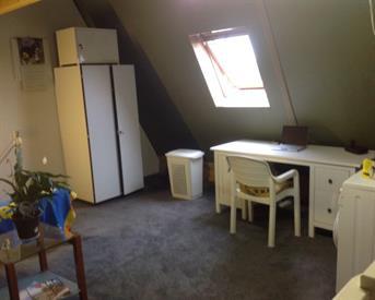 Kamer in Pijnacker, Gantellaan op Kamernet.nl: Ruime volledig gemeubileerde zolderkamer