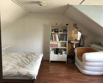Kamer in Breda, Victor Hortastraat op Kamernet.nl: Ruime zolderkamer bij een chinese gezin