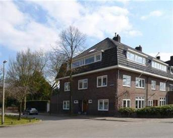 Kamer in Utrecht, Emmalaan op Kamernet.nl: Ruime zolderkamer de mooiste straat in utrecht