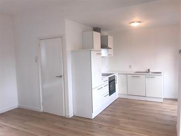 Kamer in Rotterdam, Pleinweg op Kamernet.nl: Volledig gerenoveerd 3 kamer appartement