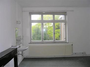 Kamer in Maastricht, Hertogsingel op Kamernet.nl: Ruime kamer met eigen wastafel