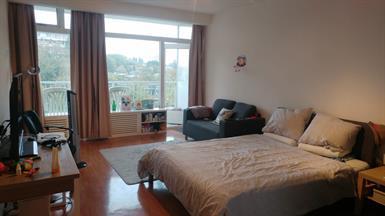 Kamer in Amstelveen, Rembrandtweg op Kamernet.nl: Zeer nette ruime gerenoveerde kamer met balcon te huur