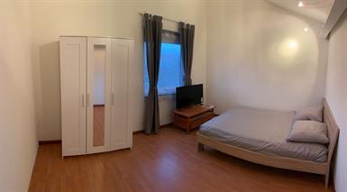 Kamer in Almere, Eendrachtstraat op Kamernet.nl: Prachtige en ruime kamer met bad en bijkeuken te huur in Almere