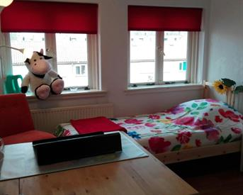 Kamer in Hilversum, Berlagelaan op Kamernet.nl: Gezellige kamer in meidenhuis met veel kastruimte
