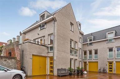 Kamer in Den Bosch, Berewoutstraat op Kamernet.nl: MODERNE WONING MET GARAGE IN HARTJE CENTRUM