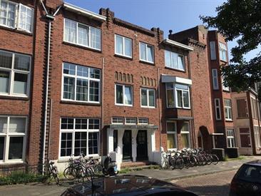 Kamer in Groningen, Helper Oostsingel op Kamernet.nl: Ruime studentenkamer met aparte slaapkamer