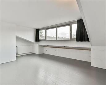 Kamer in Amsterdam, Claus van Amsbergstraat op Kamernet.nl: Grote kamer in schoon en modern huis