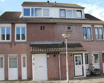 Kamer in Almere, Murenepad op Kamernet.nl: Ruime lichte zolderstudio ( Stelletje ?)