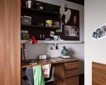 Kamer in Amsterdam, Wibautstraat op Kamernet.nl: Volledig ingerichte kamer met eigen badkamer