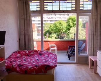Kamer in Den Haag, Marktweg op Kamernet.nl: Grote kamer met balkon