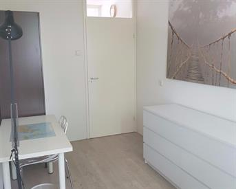 Kamer in Amersfoort, Zangvogelweg op Kamernet.nl: Nette gemeubileerde kamer **just girls & only for weekdays**
