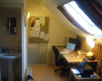 Kamer in Diemen, Landsteinerstraat op Kamernet.nl: Ruime zolderkamer te huur