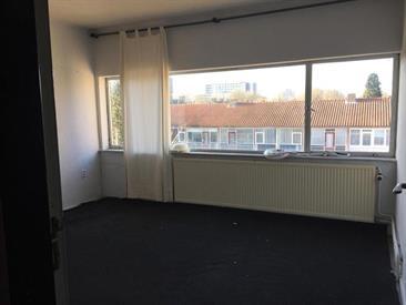 Kamer in Tilburg, Abdij van Averbodestraat op Kamernet.nl: Dubbele kamer met balkon op de tweede verdieping