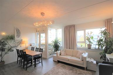 Kamer in Amsterdam, Alfred Doblinstraat op Kamernet.nl: Spacious 90m2 apartment for rent with 3 bedrooms