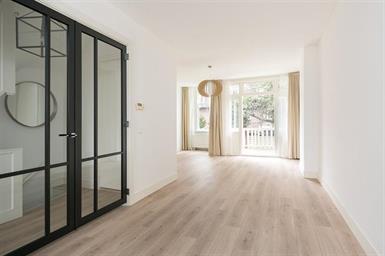 Kamer in Schiedam, Fabriplein op Kamernet.nl: Zeer ruime woning met maar liefst 8 slaapkamers