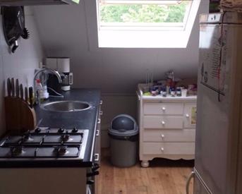 Kamer in Breda, Loopschansstraat op Kamernet.nl: Zolderkamer met eigen keuken en badkamer