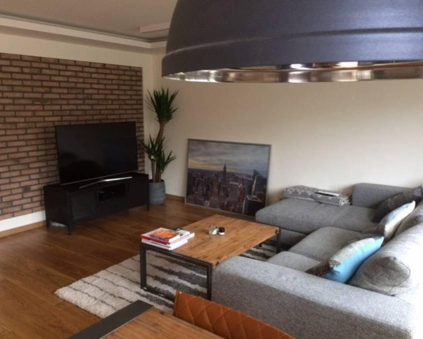 Kamer te huur in de Ferdinand Bolstraat in Amsterdam