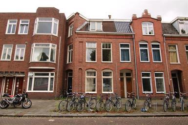 Kamer in Groningen, Bankastraat op Kamernet.nl: Grote kamer met eigen wasbak vlak bij het Noorderplantsoen!