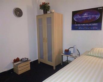 Kamer in Den Haag, Goeverneurlaan op Kamernet.nl: Te huur mooie nette kamer voor mannelijke student