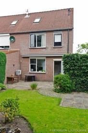 Kamer in Enschede, J.C. de Rijpstraat op Kamernet.nl: Mooie woning met ruime garage en parkeergelegenheid voor 2 auto's