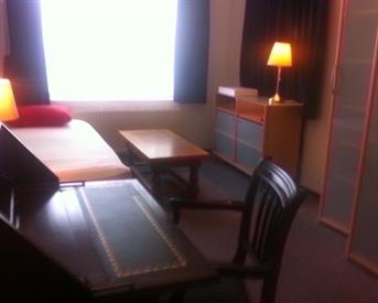 Kamer in Amsterdam, Veldhuizenstraat op Kamernet.nl: nette kamer met eigen wastafel