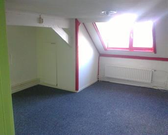 Kamer in Vught, Taalstraat op Kamernet.nl: Ruime zolderkamer in gezellig studentenhuis/Vught