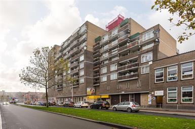 Kamer in Rotterdam, Strevelsweg op Kamernet.nl: Goed onderhouden 3-kamerappartement beschikbaar