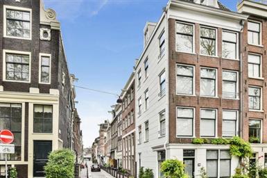 Kamer in Amsterdam, Binnen Oranjestraat op Kamernet.nl: Gestoffeerd 2-slaapkamer maisonnette appartement