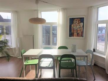 Kamer in Meerssen, Klinkenberg op Kamernet.nl: Mooi penthouse bestaande uit een ruime woonkamer
