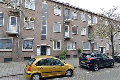 Kamer in Rotterdam, Madeliefstraat op Kamernet.nl: Fantastisch - gestoffeerd -  3 kamer appartement