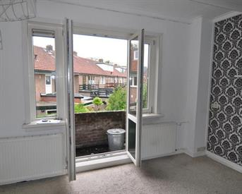 Kamer in Leeuwarden, Mezenstraat op Kamernet.nl: Grote kamer met eigen wastafel en balkon