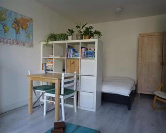 Kamer in Amsterdam, Spaarndammerstraat op Kamernet.nl: Studio -appartement in Westerpark in zomer