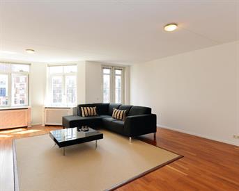 Kamer in Den Haag, Muzenplein op Kamernet.nl: Super central modern room in 110sqm flat