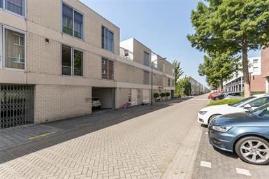 Kamer in IJsselstein, Praagsingel op Kamernet.nl: Riante woning met infra-rood sauna en eigen parkeerplaats