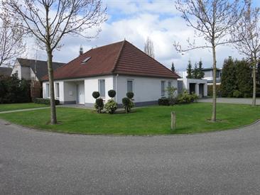 Kamer in Helmond, Overhorst op Kamernet.nl: Degelijk gebouwde volledig vrijstaande forse semibungalow