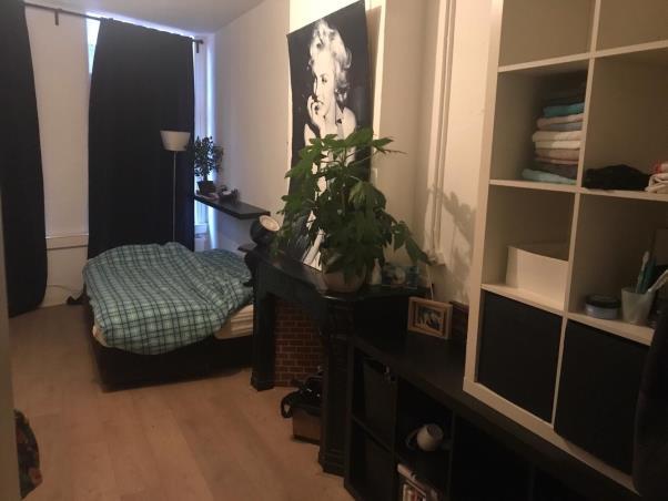 Kamer aan Nieuwendijk in Amsterdam