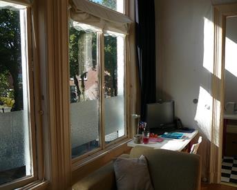 Kamer in Groningen, Tweede Willemstraat op Kamernet.nl: Mooie zonnige kamer + slaapkamer.
