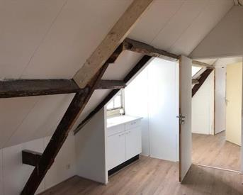 Kamer in Arnhem, Karel van Gelderstraat op Kamernet.nl: Sfeervolle zolder studio midden in Spijkerkwartier