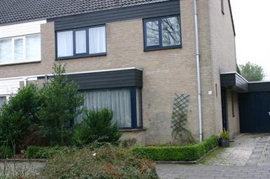 Kamer in Veldhoven, De Loop op Kamernet.nl: Dit is het huis van Mevrouw Van Hout. Zij biedt