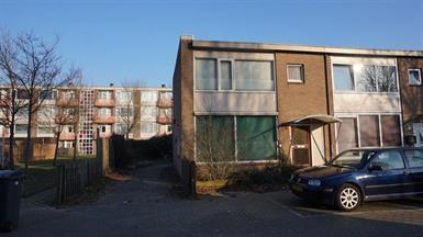 Kamer in Enschede, Genevestraat op Kamernet.nl: Hoekwoning met een eigen oprit