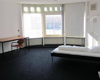 Kamer in Enschede, Pathmossingel op Kamernet.nl: Grote gemeubileerde studentenkamer 1-2 personen