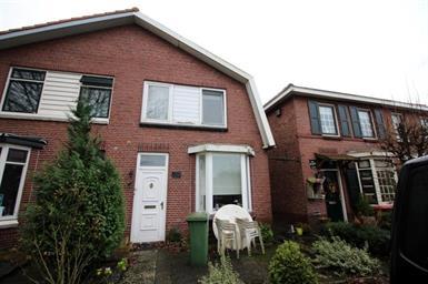 Kamer in Almelo, Parallelweg op Kamernet.nl: Deze 2-onder-1-kap woning is per direct te huur