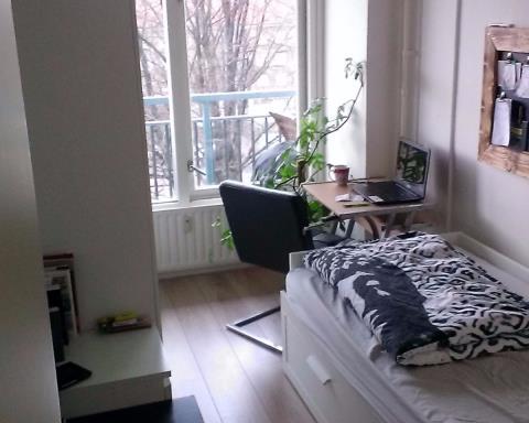 Kamer aan Burgemeester Hogguerstraat in Amsterdam