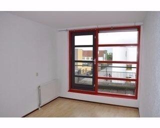 Kamer in Almere, Ecrustraat op Kamernet.nl: Ruime kamer  met eigen dakterras