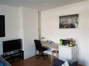 Kamer in Tilburg, Abdij van Averbodestraat op Kamernet.nl: Zeer ruime kamer met balkon