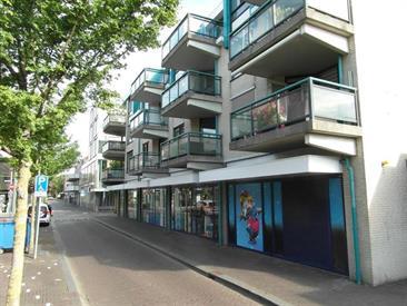 Kamer in Hoofddorp, Marktlaan op Kamernet.nl: Voor Expats mooi gemeubileerd 3 kamer appartement