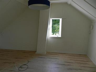 Kamer in Tilburg, Arke Noestraat op Kamernet.nl: Ruime zolderkamer met eigen woonkamer en slaapkame