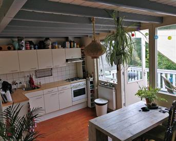 Kamer in Groningen, Billitonstraat op Kamernet.nl: Ruime kamer, 35m2 eigen keuken + dakterras