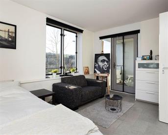 Kamer in Amsterdam, Daguerrestraat op Kamernet.nl: ruime kamer met balkon